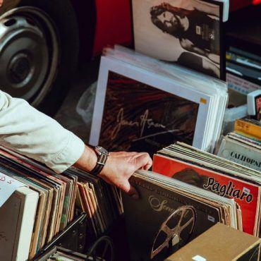 Record shopping - LDC Radio - Leeds No.1 Dance Music FM Radio Station