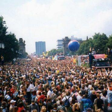 RAVE THE PLANET AND TIKTOK ARE HOSTING A LIVESTREAM 'FUNDRAVER'- Leeds No.1 Dance Music FM Radio Station